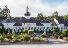 Монастирське подвір'я
